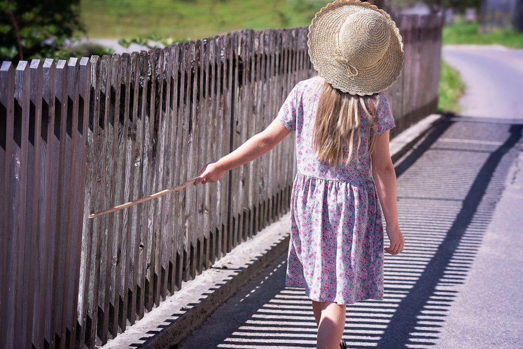 子どもに防犯ブザーを持たせるメリットは?防犯ブザーの選び方や正しい使い方を紹介